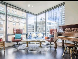 * LUXURY ESCAPES *  Seattle Golden VIP Suite   2 BEDROOMS  FREE PARKING