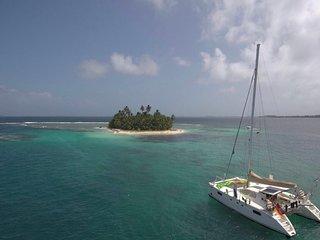 Navigazione sugli atolli del Belize in catamarano