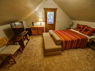 Howling Elk Lodge - 2 Bedroom plus Loft