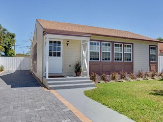The Coquito House | 100% Remodeled 3/2 | Walk to Beach & Downtown Lake Worth!