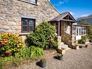 Bwthyn Craigwen: A pretty traditional Welsh stone cottage BWTHYN