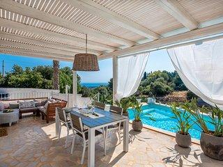 San Vito dei Normanni Villa Sleeps 6 with Pool and Air Con - 5490197