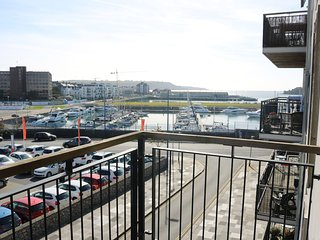 Plymouth, 2 bed, 4 berth flat - views over marina & sound (with parking)
