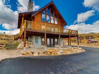 NEW LISTING! Beautiful log cabin w/lake views, shared pool/hot tub access