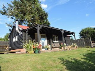 Kakapo Lodge- dog friendly lodge for 2, Snape, Coastal Suffolk
