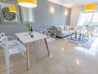 Spacious apartment a short walk away (314 m) from the 'Playa del Duque' in Marbe
