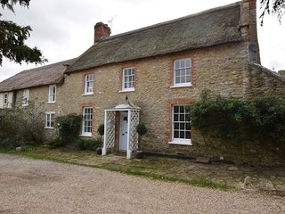 64947 Cottage situated in Burton Bradstock