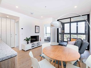 Deluxe, Designer Home - CBD, Train Station, Views!