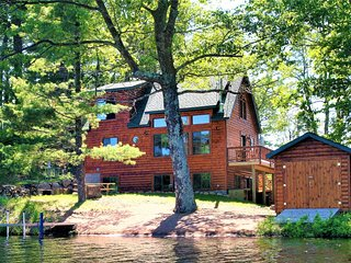 Must See - Beautiful Lakefront Cabin on a Private Peninsula!