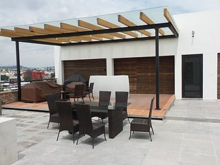 SENZA SUITES & LOFT´S Puebla Best Area Angelópolis Two bedroom Luxury apartment.
