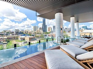 Fabulous Premium Skyscraper Apartment w/ Pool