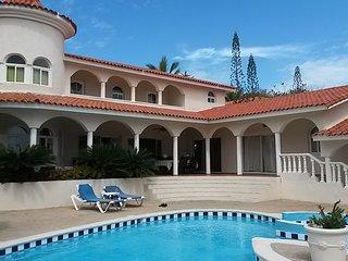 Luxury VIP Villas & Suites! 5 Star All-Inclusive Resort: 1-7 Bedrooms