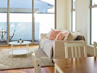 Illuminating 3 Bedroom Home 20 Mins From CBD
