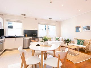 North Bondi Apartment + Close to Bondi Beach