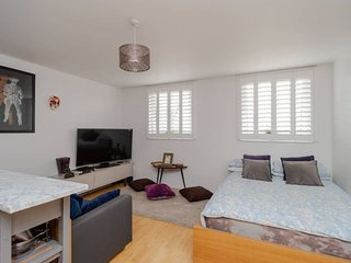 Perfect 1 bed studio near Thames River!