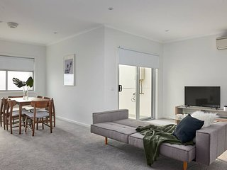 Open and Flowy 1 Bedroom Apartment in Chadstone