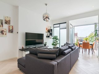 Beautiful modern 2 bedroom flat in Putney