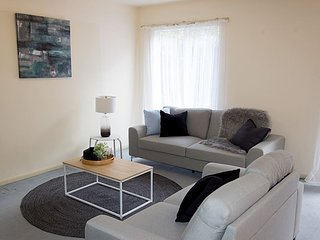 Convenient Dyrnnyrne Home With A View