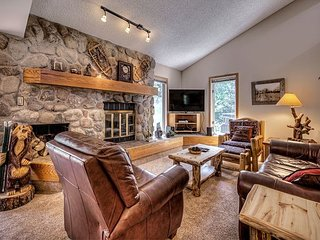 Creekside Condo in The Pines - Short Walk To Downtown Frisco