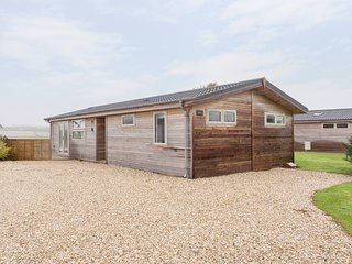NURSERY LODGE, contemporary lodge with hot tub, Dobwalls