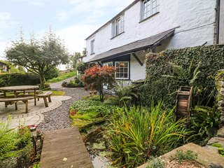OLD MILL COTTAGE, pets, off-road parking, Crook