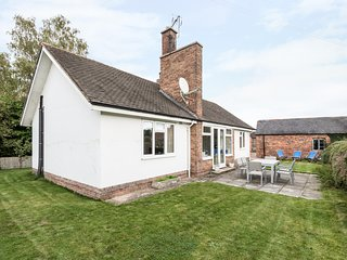 JACK'S COTTAGE, stylish cottage, country setting, garden, WiFi, Marbury Hall est