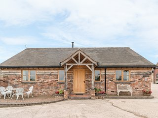 THE BARN, single-storey, woodburner, gravelled garden, off road parking