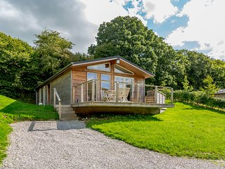 5 HEDGEROWS, hot tub, en suite, Lanreath