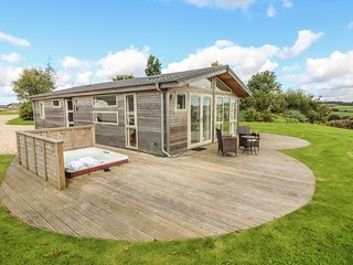 12 HORIZON VIEW, open-plan with en-suite and hot tub, Dobwalls