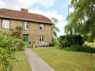 HIGHER HORWOOD FARMHOUSE, large, dog friendly, Wincanton
