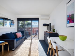 Bright apartment in Flemington Close to CBD