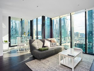 Sleek and Scenic Apartment in Southbank