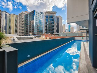 Luxury city Pad With Pool and Parking