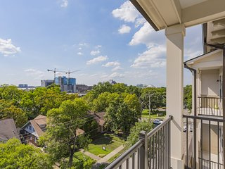 SoBe Wedgewood Penthouse Apartment 2BR/2BA