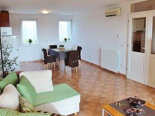 Apartment 1076