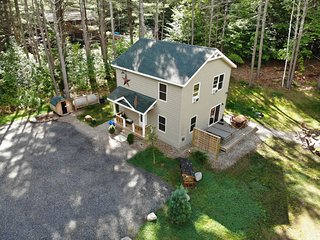 Cascade Mountain Chalet: Hot Tub, Dog Friendly, 1 mi to Whiteface, Sauna, Firepl