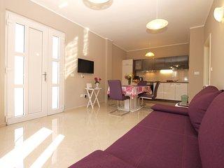 Apartment 19319