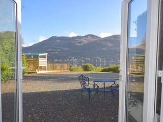 Bowater Cottage - 1 bedroom property with loch view