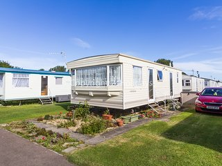 6 berth caravan at Sunnydale Holiday Park in Saltfleet. *Pets allowed. REF 35094