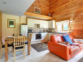Cedar Lodge: Rural semi-detached pine lodge (WAY171)