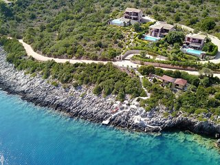 Seafront villa EVA ( 8+2 pers), private pool, 2 apartments, 30m seaside area