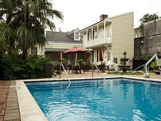 Avenue Plaza 1 Bedroom in Garden District w/ street car access to French quarter