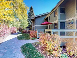 Lovely condo w/access to a shared pool, hot tub, sauna, and more!