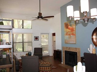 Corner Casita near the pool - Bright and newly furnished with a Desert Flair