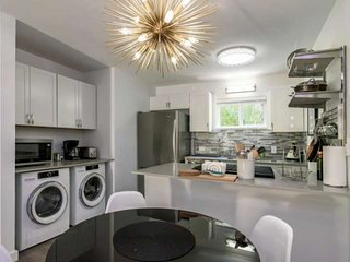 Need to Work or Play? Just Mins from Downtown Austin! Modern, Newly Furnished Co
