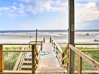 Oak Island Beach Cottage w/ Direct Beach Access!