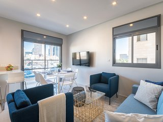 Renovated 3BR - Parking and Terrace - close Beach