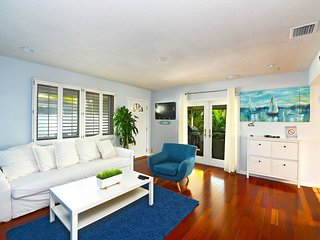 Waterfront Canal view/5min to Airport