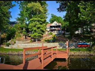 Spacious house (sleeps 16+) on Lake Norman!