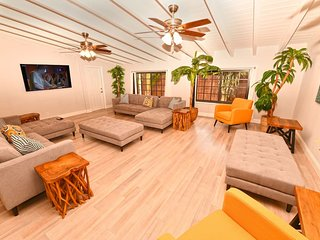 LS-0642 ENORMOUS●LUX●Modern Retreat●Beach 4min●Resort Style●Sleeps 24!   ★★★★★